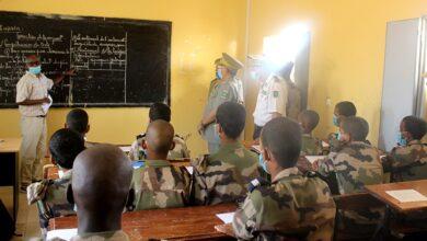 صورة قائد الأركان العامة للجيوش يزور مقر الثانوية العسكرية في نواكشوط